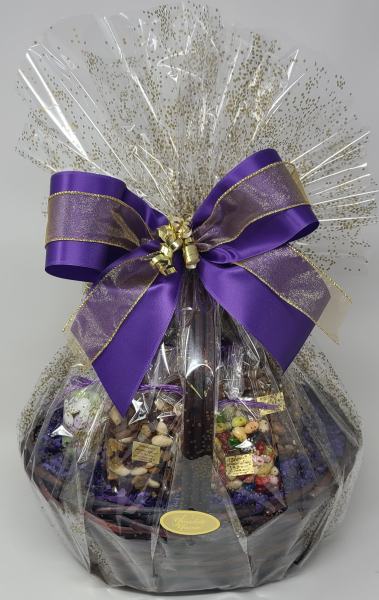 At Chocolate Charm, we give pride of place to our very own truffles, chocolate caramel popcorn, almond bark and chocolate pretzels in our baskets, complimented with some favourite candies and roasted nuts. A feast for the eyes as well as for the most discerning chocolate aficionado.